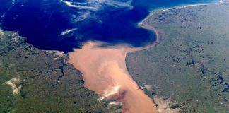 Foto satelital del Río de la Plata. Fuente: National Aeronautics and Space Administration (NASA).