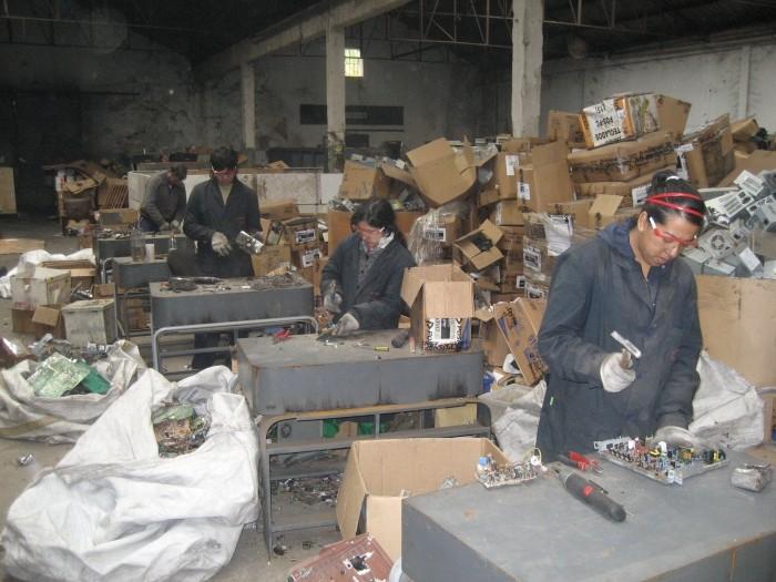 Reciclaje de basura electrónica: Cooperativa La Toma del Sur.
