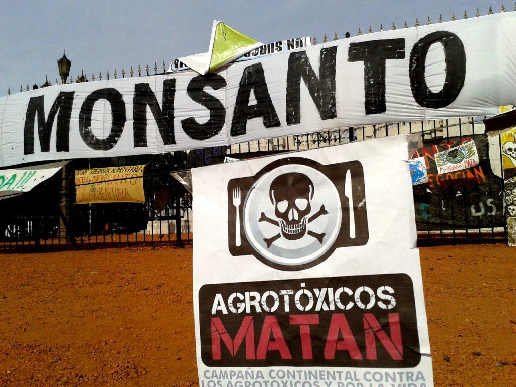 Acampe en Plaza Congreso Fuera Monsanto
