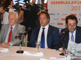 Daniel Scioli, en el Consejo Federal de Medio Ambiente (COFEMA), junto a Sergio Lorusso (SAyDS) y Hugo BIlbao (OPDS). Foto: Damián Profeta. Licencia: CC A NC 3.0.