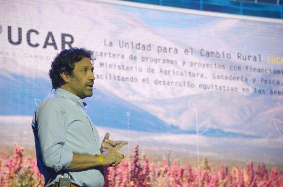 Mario Nanclares, miembro de la Unidad para el Cambio Rural (UCAR) dependiente del MAGyP, durante su charla sobre el cambio climático y los retos y oportunidades que presenta al sector agropecuario - Foto: MAGyP.