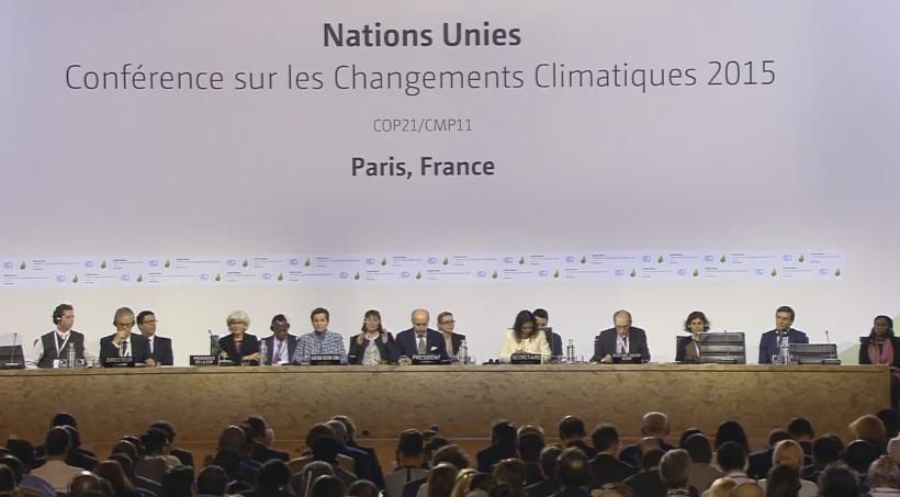 """Un día después de lo esperado, la COP21 logró el """"Acuerdo de París"""" para la lucha contra el cambio climático. Foto: captura UNFCCC."""