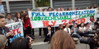 Jóvenes de la sociedad civil realizaron una protesta en la COP21 de París reclamando mayor compromiso de los gobiernos en la lucha contra el cambio climático.