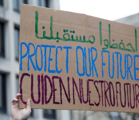 Protesta de activistas ambientales en Estados Unidos contra la posición sobre el cambio climático de Donald Trump. Foto: Climate J20. Licencia Creative Commons CC BY 2.0.