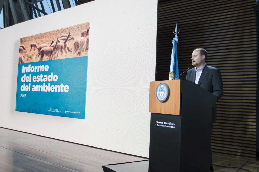 Diego Moreno, secretario de Política Ambiental, en la presentación del informe Estado del Ambiente 2016. Foto: Prensa del Ministerio de Ambiente.