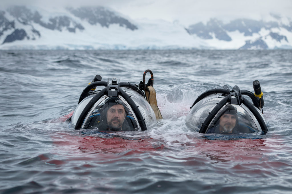 El actor Javier Bardem y el biólogo marino John Hocevar se sumergieron en el Océano Antártico. Foto: Christian Åslund / Greenpeace.