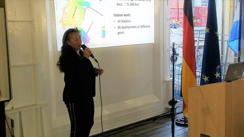 La Dra. Sabine Kasten presentó el trabajo científico que realizan a bordo del Sonne. Foto: Damián Profeta. Licencia CC BY 2.0.