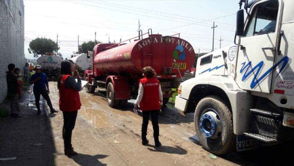 Cisternas de distribución de agua potable en Perú. Foto: ContraloriaPeru. Licencia: CC BY NC SA 2.0
