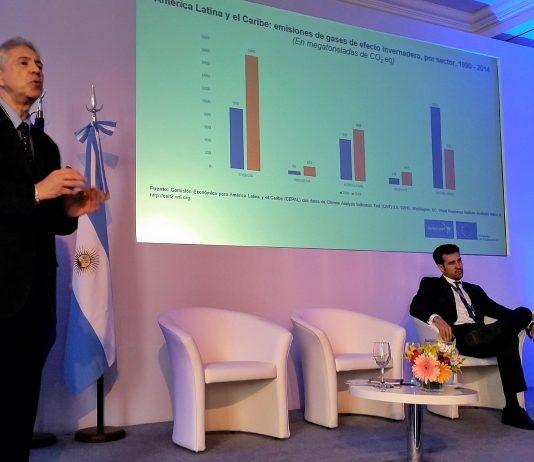 Joseluis Samaniego, de CEPAL, durante su intervención en Euroclima+ 2018 en Buenos Aires. Foto: Damián Profeta. Licencia CC BY 2.0.