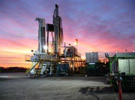 La explotación de gas y petróleo en Vaca Muerta amenaza los compromisos climáticos de Argentina. Foto: Néstor Galina. Licencia: Creative Commons CC BY 2.0.