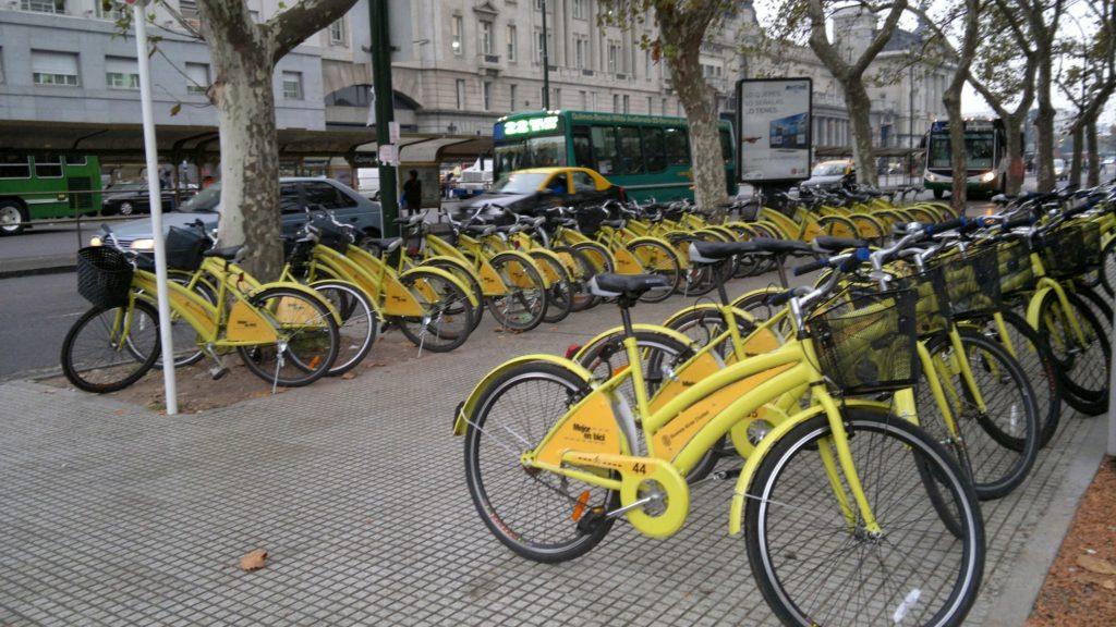 La movilidad sustentable no se trata de movernos menos, sino de movernos de una forma más inteligente. Foto: Damián Profeta. Licencia CC BY NC 2.0